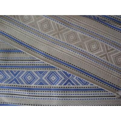 3-25 Небеленый лён с синим орнаментом.